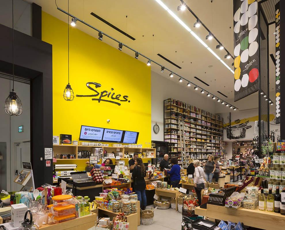 עיצוב חנויות ותכנון חנות על-ידי אדריכל חנויות דריאל בחנות ספייסס